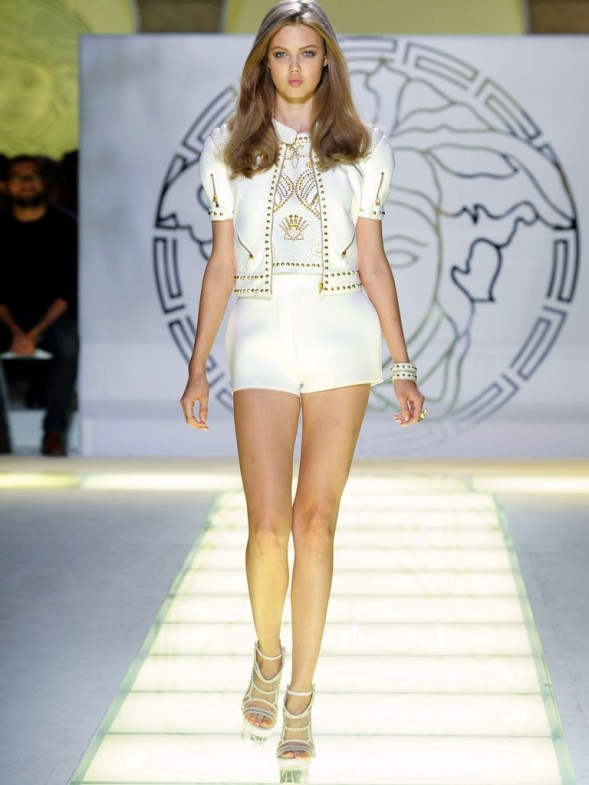 Versace-Fashion-Runway-Show-With-Beautiful-Versace-Models-Modeling-Versace-White-Shorts-And-White-Heels-On-The-Fashion-Runway-768x1024