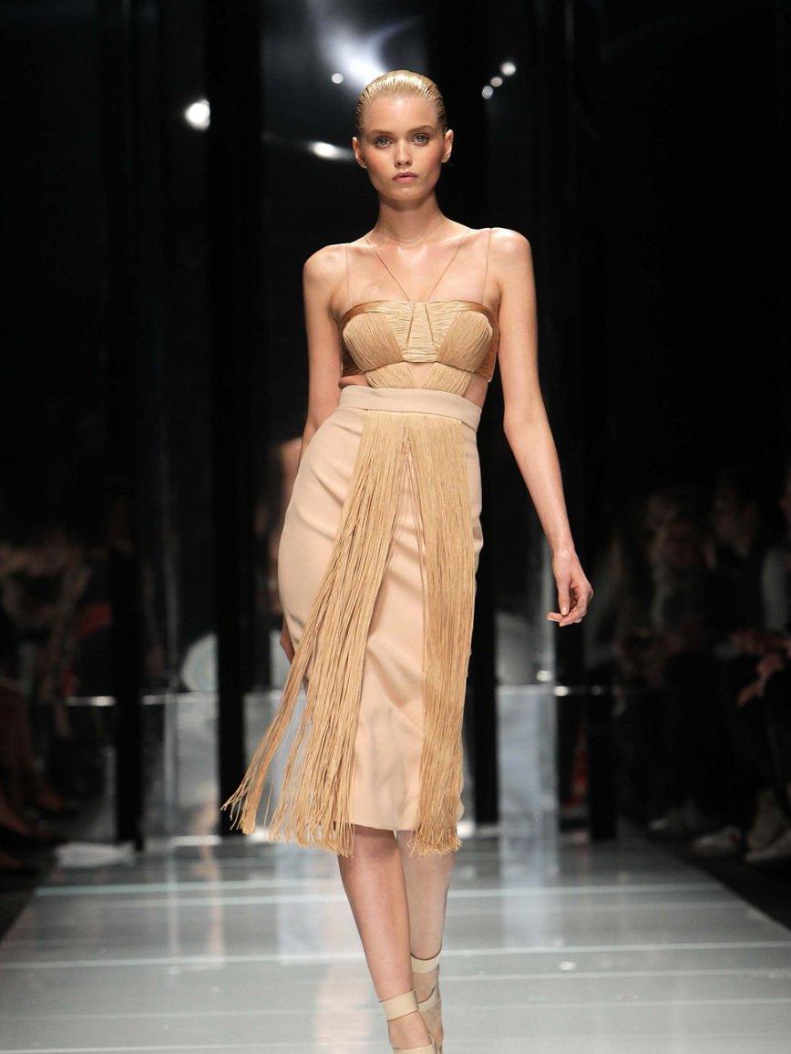 versace_spring_2011_runway